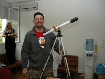 The 10€ kit-model telescope with tripod